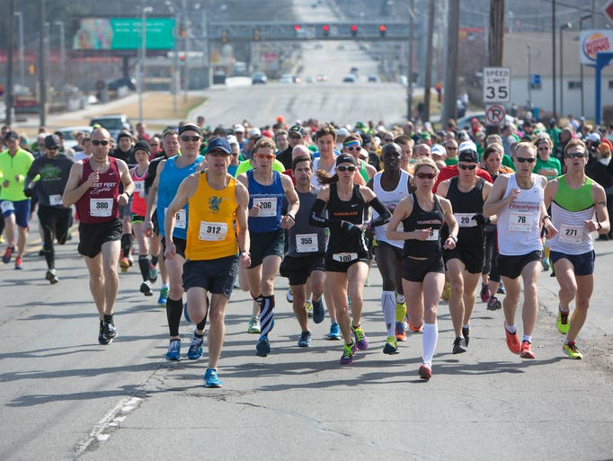 Runners start Sunday, March 29, 2015, during the 32nd