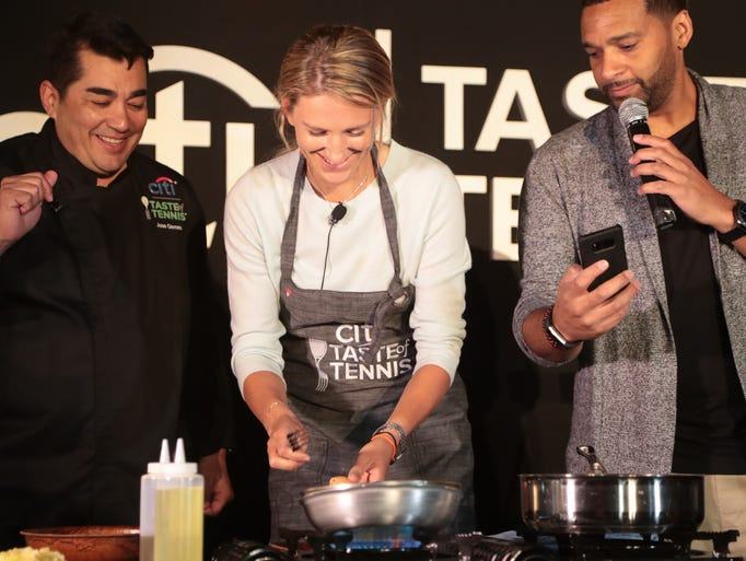 Victoria Azarenka easily completes Chef Jose Garces's
