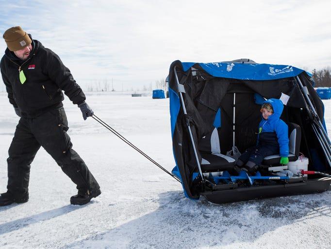 20 photos dakin lake ice fishing derby for Ice fishing derby
