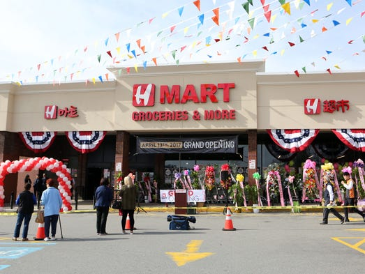 Yonkers Hmart opens with grand ceremony, new bakery section