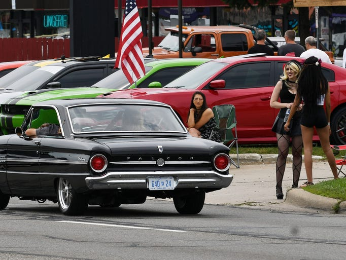 This Ford Falcon gets a couple smiles heading south