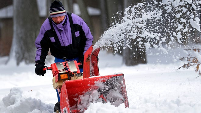 Lee Arndt of Appleton uses a snowblower to clear his neighbors' driveway during a snowstorm Saturday, April 14, 2018, in Appleton, Wis. Dan Powers/USA TODAY NETWORK-Wisconsin