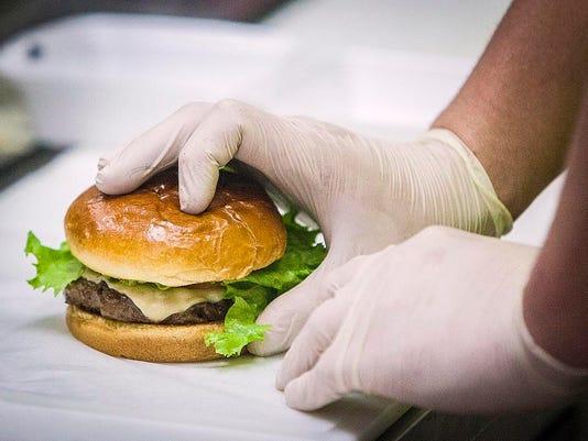 635636655601557979-Cammack-burger
