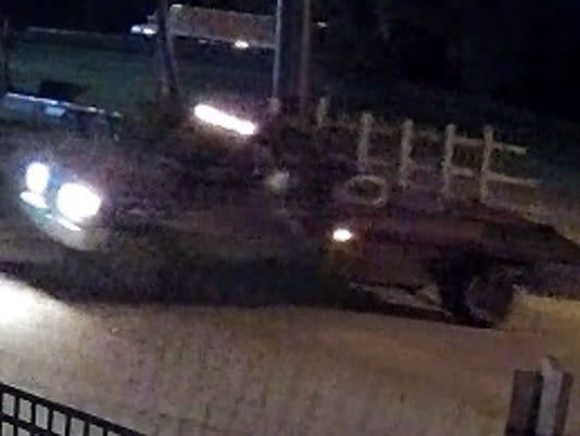 636680307740605084--Suspect-Truck-Entering.jpg