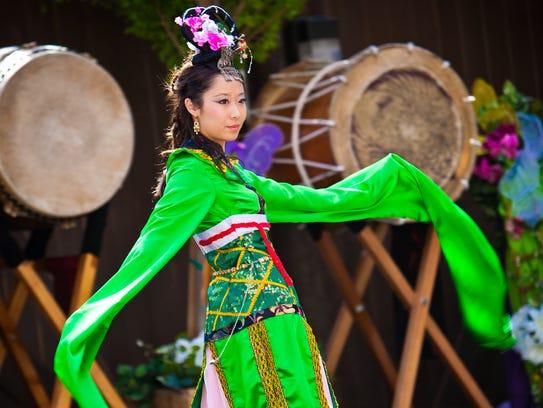 Disfrute de comida, pintura, artesanías, espectáculos culturales y un mercado asiático, en un evento extraordinario.