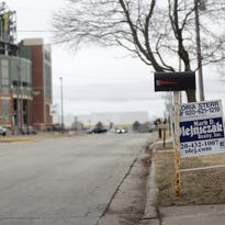 Lambeau Field neighbors go for the gold, as home prices rise for housing for Packers fans