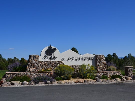 The front entrance to Alto Golf Estates, which contains the development formerly known as Lincoln Hills.