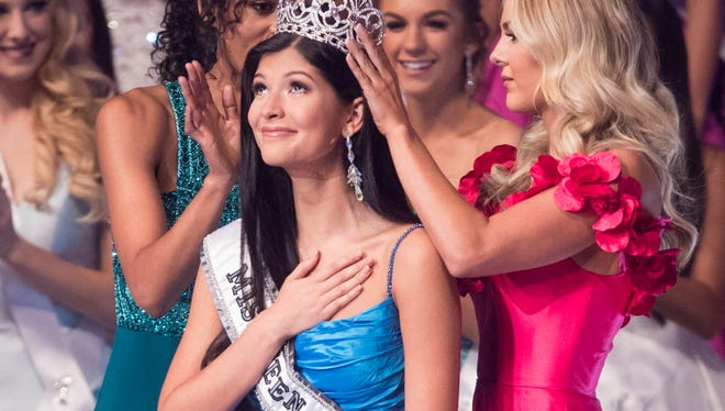 Sophia Dominguez-Heithoff wins the 2017 Miss Teen USA pageant on Saturday, July 29, 2017 at the Phoenix Symphony Hall in Phoenix, Ariz. (Via OlyDrop)