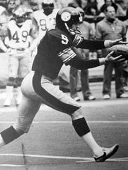 Former Tennessee punter Craig Colquitt played for UT 1975-77, and then for the PIttsburgh Steelers 1978-84. In 2009, he was inducted into the Knoxville Sports Hall of Fame.