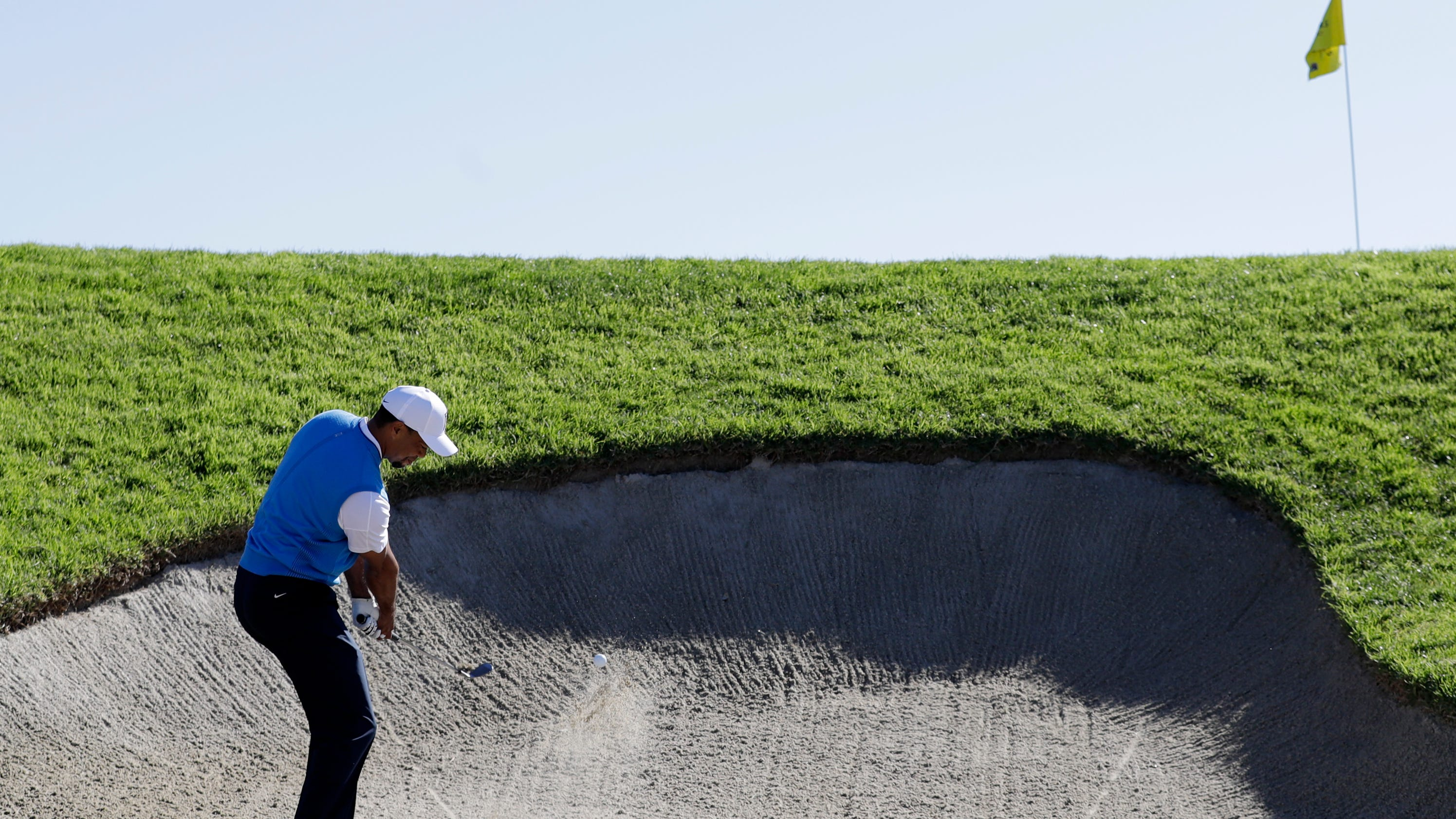 The Latest Tiger Woods Stumbles Home To A 76