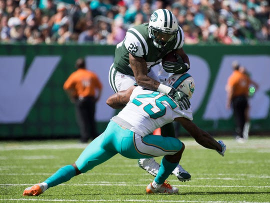Jets running back Matt Forte (22) is tackled by Miami
