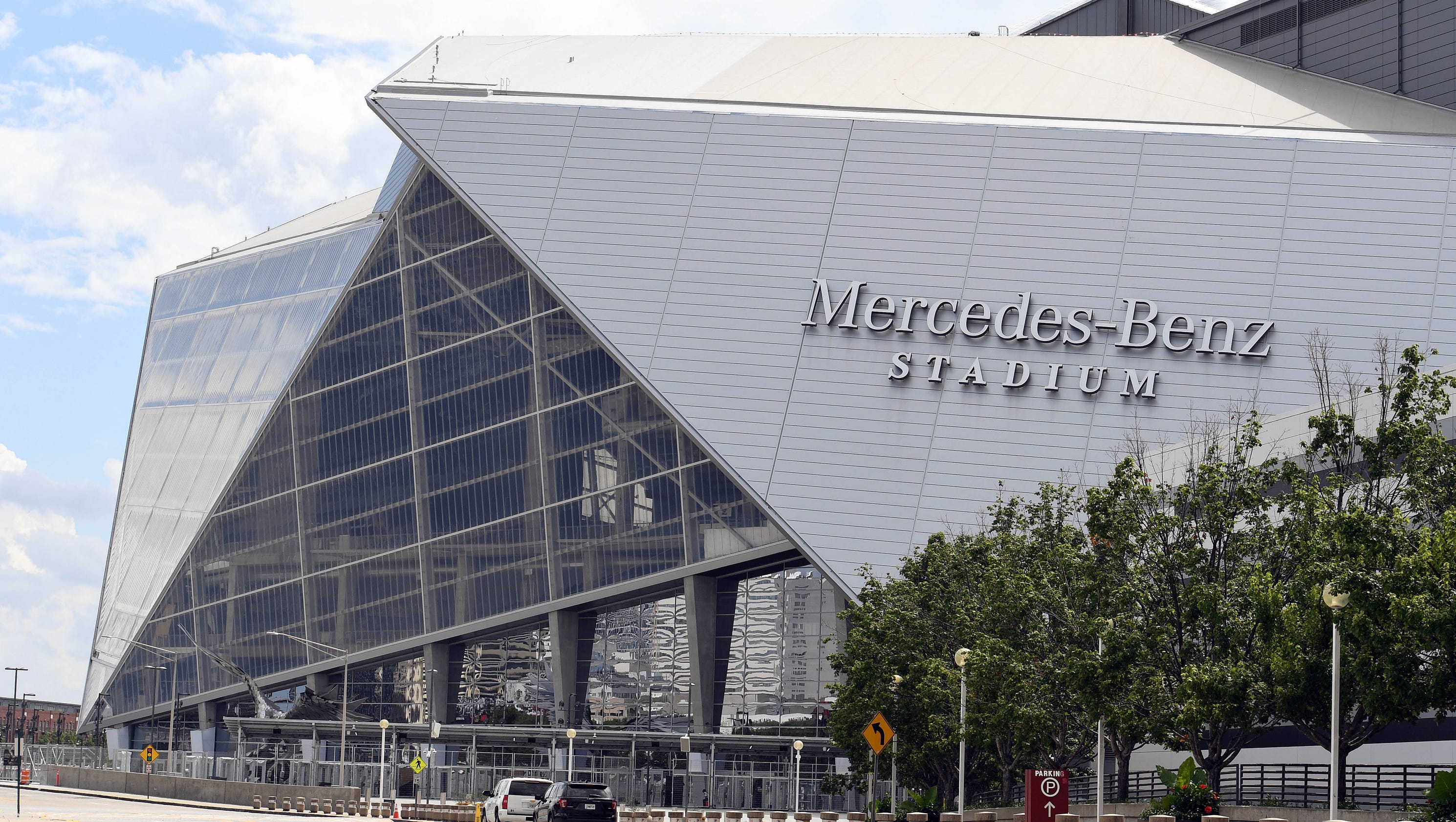 Check out atlanta 39 s new mercedes benz stadium for Mercedes benz stadium opening