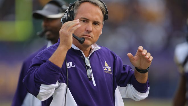 Alcorn State coach Jay Hopson will coach against  Willie Simmons, the Braves' former offensive coordinator, on Saturday for the first time since Prairie View A&M hired him.