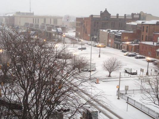 635578045090933471-Snow-High-St-Jan-25-2015