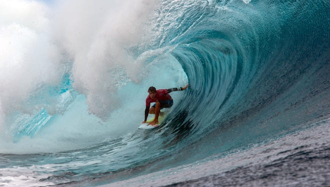 Julian Wilson competes in the 2015 Billabong Pro Tahiti event.