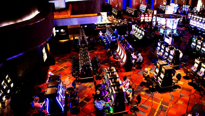 Harrah's Cherokee Casino floor includes 170 tables with live dealers and 1, 800 slot machines.