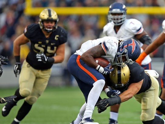 UTEP Miners running back Quadraiz Wadley rushes the