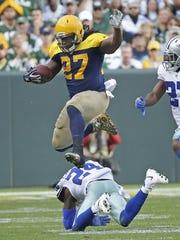 Packers running back Eddie Lacy leaps over Cowboys