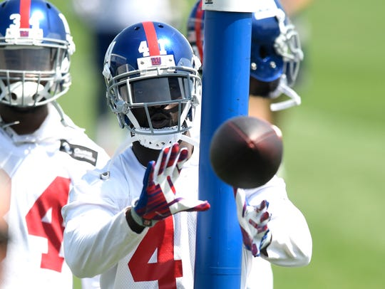 New York Giants safety Michael Thomas catches the ball