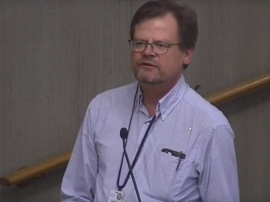 Dave Emme, drinking water manager for Oregon Health Authority, speaks at a special city council meeting June 1, 2018.