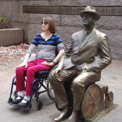 Anne Thomas poses with Franklin Delano Roosevelt.