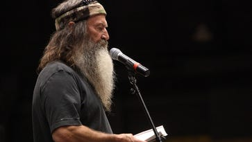 'Duck Dynasty' star Phil Robertson repeats his beliefs about 'homosexual offenders'
