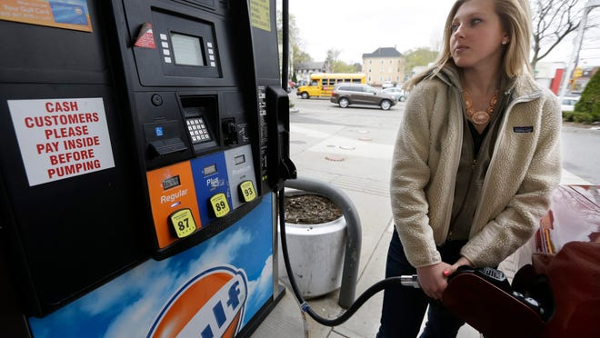 Average area gas prices fell 0.6 cents per gallon in the past week, according to GasBuddy.