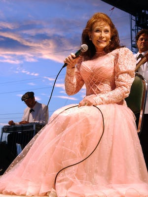 Loretta Lynn sings in 2004 during a solo concert at the Washington County Fair in West Bend, Wis.