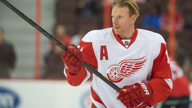 The Detroit Red Wings are interested in keeping right wing Daniel Alfredsson if he wants to return.