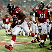 ATLANTA, GA - SEPTEMBER 18:  Running back Steven Jackson #39 of the Atlanta Falcons celebrates a third quarter touchdown against the Tampa Bay Buccaneers during a game at the Georgia Dome on September 18, 2014 in Atlanta, Georgia.