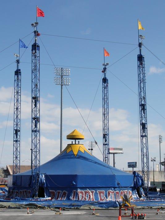 Big Apple Tent raising