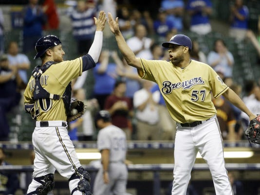 Padres Brewers Baseball (2)