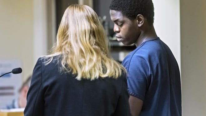 Joshua Peart, 19, talks with his attorney during his first appearance hearing Friday, Jan. 24, 2020.  Peart faces charges of first-degree murder and attempted first-degree murder. He was arrested in connection to a Boynton Beach shooting last year that left one man dead and a 13-year-old with a gunshot wound to the face.