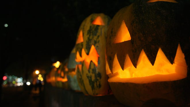 Jealous of your neighbor's elaborate porch pumpkin? Steal their Halloween thunder by using one of our many templates.