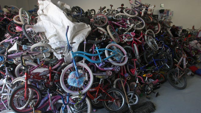 Juárez firefighters hope to give out at least 500 bicycles at the Santa Bombero event.