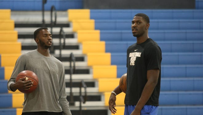 Alex Poythress (right) talks with former Kenwood star Dee Dee Smith during a basketball workout on May 3, 2017 at Clarksville Academy.