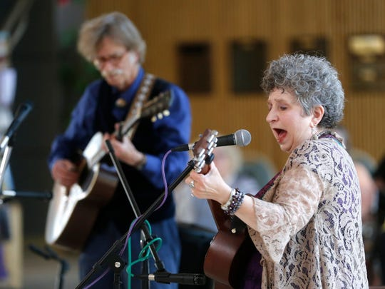 Hoyle Osborne and Jane Voss perform at 4 p.m. Sunday at Wines of the San Juan.