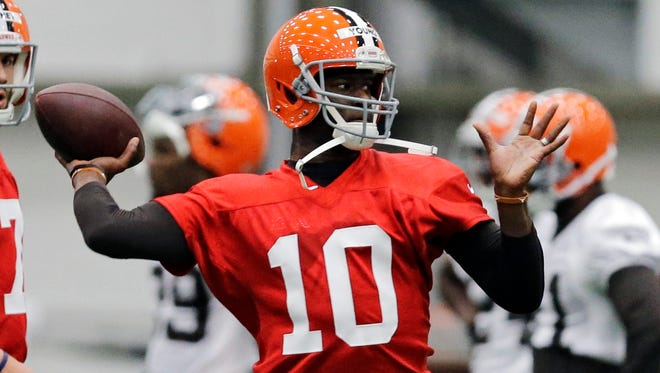 Cleveland Browns quarterback Vince Young (10) passes during a voluntary minicamp workout at the NFL football team's facility in Berea, Ohio Tuesday, April 29, 2014.