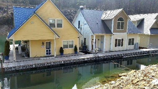 Floating homes in an alcove at Norris Dam Marina