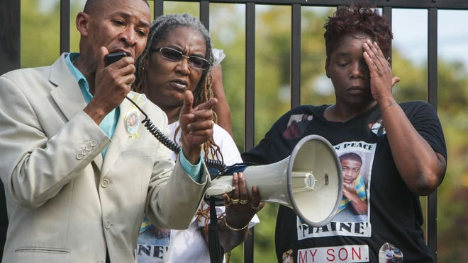 Pastor Derrick Johnson holds a rally in October with Keesa Johnson (right), mother of homicide victim Jermaine Goins Jr.