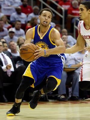 Stephen Curry (30) poured in a game-high 40 points for the Warriors.
