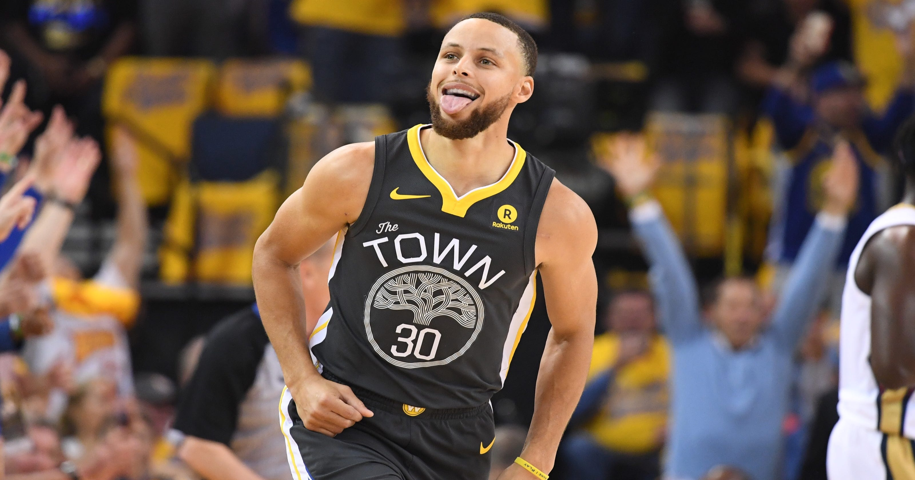217c1e2f6181 Warriors  Steph Curry puts on a show in Game 2 return vs. Pelicans