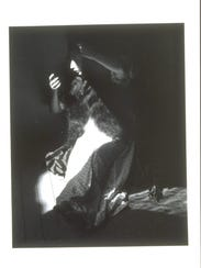 "Manuel Álvarez Bravo's ""Woman Combing Her Hair (Retrato"
