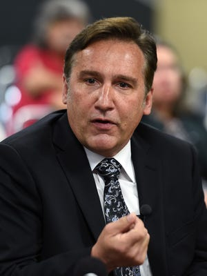 The Metro school board chose Mike Looney in an 8-1 vote as the top candidate to be the next superintendent.