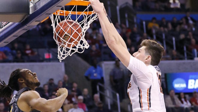 Oregon State forward Drew Eubanks (12) dunks in front of Virginia Commonwealth guard Doug Brooks, left, during the first half of a first-round men's college basketball game in the NCAA Tournament, Friday, March 18, 2016, in Oklahoma City.