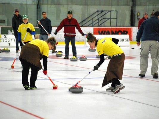 -BUR 0316 Curling 01.JPG_20140315.jpg
