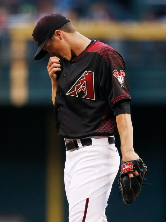 Arizona Diamondbacks' Zack Greinke pauses on the mound during the first inning of a baseball game against the Chicago Cubs on Saturday, April 9, 2016, in Phoenix. (AP Photo/Ross D. Franklin)