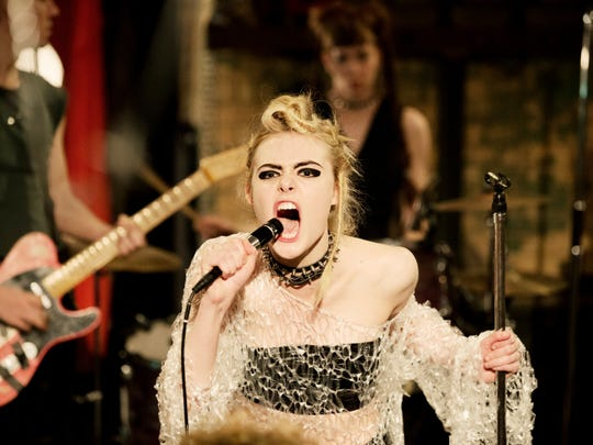 """Zan (Elle Fanning) performs a punk song in """"How to"""