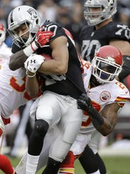 Oakland Raiders wide receiver Seth Roberts (10) is
