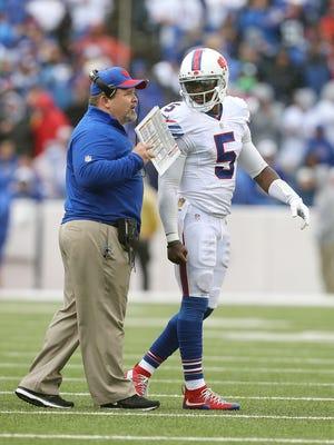 Bills offensive coordinator Greg Roman calls a play  with QB Tyrod Taylor.